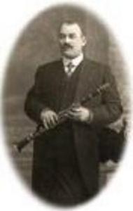 fondatorul Eugene Van Doren